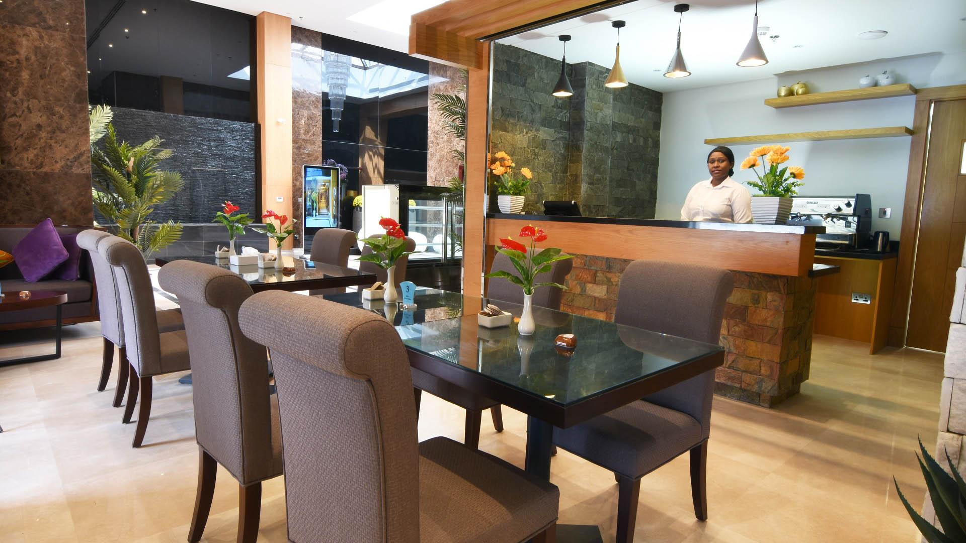 Maxim Café